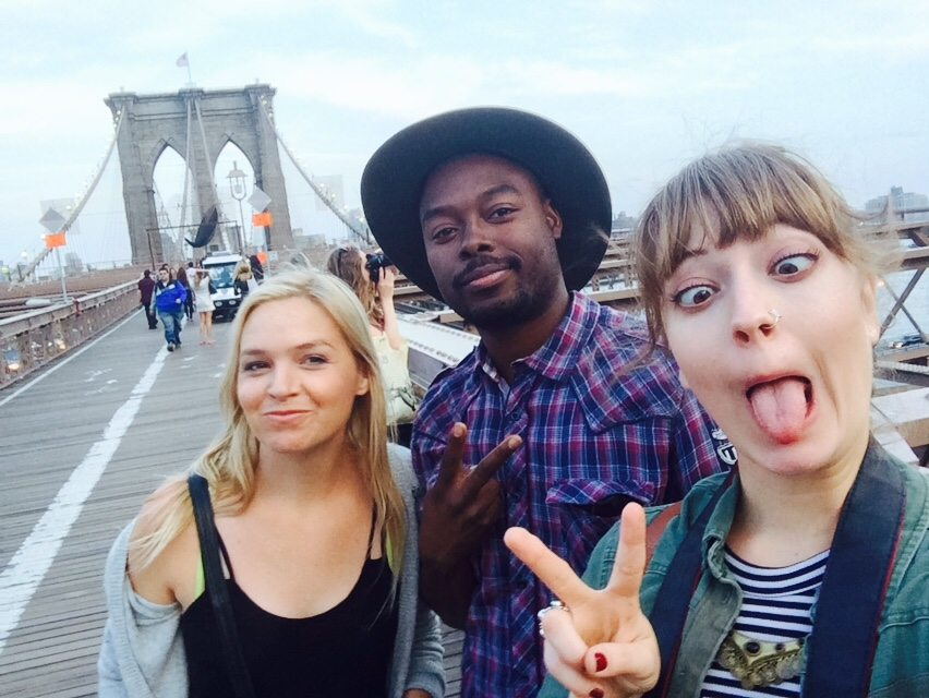 Alana Fickes Kara Mulder travel blogger vlogger brooklyn bridge