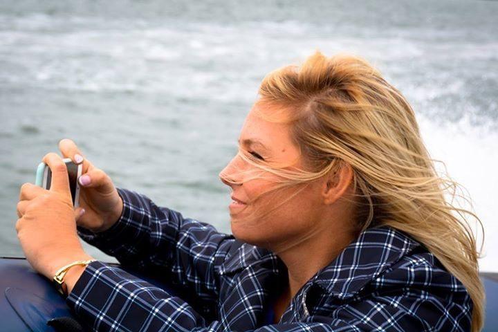 Kara Mulder kiteboard flight attendant life